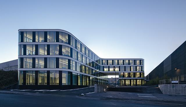 School lighting light for education and knowledge zumtobel - Innenarchitektur aachen ...